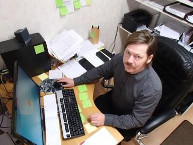 """Jukka Niilo-Rämä toivoo """" Pro Haukivuoresta"""" sellaista yksittäistä vahvaa kehittämisyhditystä. Sen avulla luotaisiin oikeasti edellytyksiä työpaikoille, jotta kylälle saataisiin lisää asukkaita."""